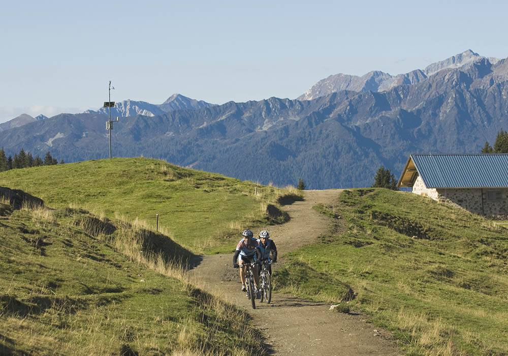 Racing bikes: everything that you can do from our hotel in the Dolomites
